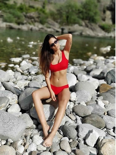 Bruna Hot In sizzling Red Bikini