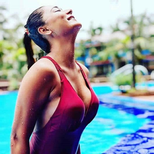 Sara's Stunning Hot Pic In Bikini